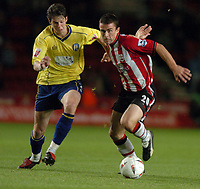 Fotball<br /> Foto: SBI/Digitalsport<br /> NORWAY ONLY<br /> 27.10.2004<br /> Carling Cup 3 runde<br /> <br /> Southampton v Colchester United <br /> <br /> David Prutton of Saints battles with Greg Halford of Colchester.