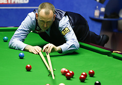 BRITAIN-SHEFFIELD-SNOOKER-WORLD CHAMPIONSHIP-FINAL.(180507) -- SHEFFIELD (BRITAIN), May 7, 2018   Mark Williams of Wales competes during his final with John Higgins of Scotland at the World Snooker Championship 2018 at the Crucible Theatre in Sheffield, Britain on May 7, 2018. Mark Williams won 18-16 to claime the title. (Credit Image: © Han Yan/Xinhua via ZUMA Wire)