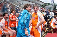 ROTTERDAM - Floris Jan Bovelander met Ronald Jansen afscheidswedstrijd TEUN DE NOOIJER. links Wouter van Pelt.  FOTO KOEN SUYK