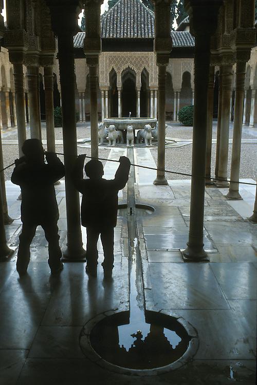 Andalucía. Granada.<br /> Patio de los Leones en los Palacios Nazaríes de la Alhambra.<br /> <br /> © JOAN COSTA