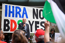 © Licensed to London News Pictures. 04/09/2018. London, UK. CHRIS WILLIAMSON MP (centre) speaking outside Labour Party headquarters in London ahead of a National Executive Committee meeting. The Labour Party's ruling body is expected to vote on whether to adopt, in full, the IHRA (International Holocaust Remembrance Alliance) definition of anti-Semitism. Photo credit: Ben Cawthra/LNP