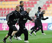 Fotball / Football<br /> Trening Norge foran Play Off mot Tsjekkia<br /> Training Norway in front of the play off match v Czech Republic<br /> Praha / Prague<br /> 15.11.2005<br /> Foto: Morten Olsen, Digitalsport<br /> <br /> L-R: John Arne Riise - Liverpool, John Carew - Lyon and Steffen Iversen - Vålerenga