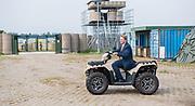 Koning Willem-Alexander tijdens een werkbezoek aan het Fieldlab Smartbase van het Commando Landstrijdkrachten in Soesterberg<br /> <br /> King Willem-Alexander during a working visit to the Fieldlab Smartbase of the Commando Landstrijdkrachten in Soesterberg