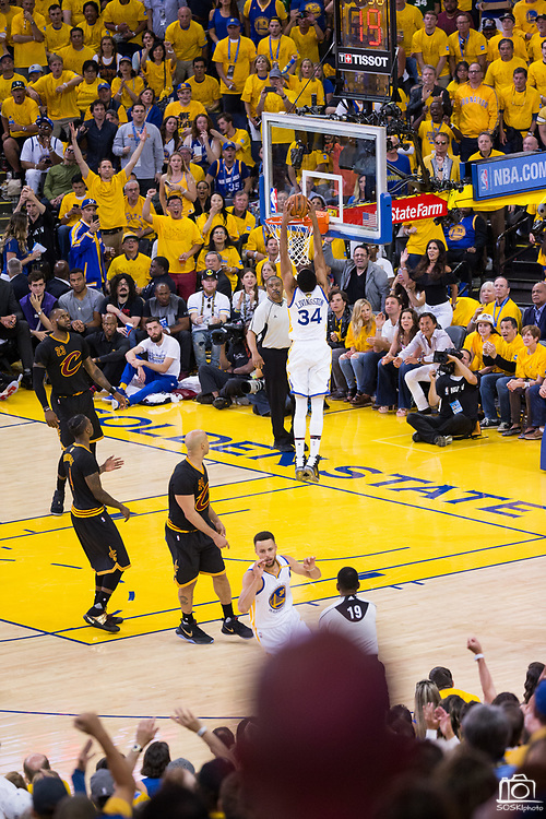 Golden State Warriors guard Shaun Livingston (34) dunks the ball during Game 2 of the NBA Finals against the Cleveland Cavaliers  at Oracle Arena in Oakland, Calif., on June 4, 2017. (Stan Olszewski/Special to S.F. Examiner)