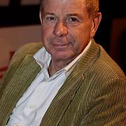 NLD/Amsterdam/20100201 - Perspresentatie Hunebed tot Hyves: de cabaretcanon van de Nederlandse geschiedenis, Frits Barend