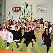 NLD/Amsterdam/20070308 - Presentatie KRO programma Teams Up, groepsfoto teams samen met Ahmed Aboutaleb en Marja van Bijsterveldt