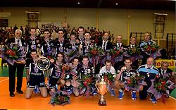08-10-2006 VOLLEYBAL: SUPERCUP DOCSTAP ORION - ORTEC NESSELANDE: DOETINCHEM<br /> De mannen van Orion troefden voor eigen publiek verrassend landskampioen en bekerwinnaar Ortec Nesselande (3-1) af / Vreugde bij Orion met oa. Goran Aleksov, Roland Rademaker, Frank Denkers, Justin Sombroek, Alex Stein en Niels Koomen<br /> ©2006: WWW.FOTOHOOGENDOORN.NL