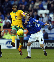 Photo: Chris Ratcliffe.<br />Leicester City v Norwich City. Coca Cola Championship. 31/12/2005.<br />Gareth Williams (R) of Leicester tussles with Dickson Etuhu of Norwich.