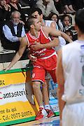DESCRIZIONE :Siena  Lega A 2011-12 Montepaschi Siena Cimberio Varese Play off gara 1<br /> GIOCATORE : Marco Carraretto<br /> CATEGORIA : fair play<br /> SQUADRA : Montepaschi Siena<br /> EVENTO : Campionato Lega A 2011-2012 Play off gara 1 <br /> GARA : Montepaschi Siena Cimberio Varese<br /> DATA : 17/05/2012<br /> SPORT : Pallacanestro <br /> AUTORE : Agenzia Ciamillo-Castoria/ GiulioCiamillo<br /> Galleria : Lega Basket A 2011-2012  <br /> Fotonotizia : Siena  Lega A 2011-12 Montepaschi Siena Cimberio Varese Play off gara 1<br /> Predefinita :