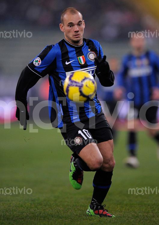 FUSSBALL INTERNATIONAL SERIE A SAISON  2009/2010  16.01.2010 AS Bari - Inter Mailand   Wesley Snejder (Inter) am Ball