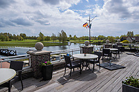 GOES - terras  clubhuis  Golfbaan De Goese Golf,   op Zuid-Beveland, COPYRIGHT  KOEN SUYK