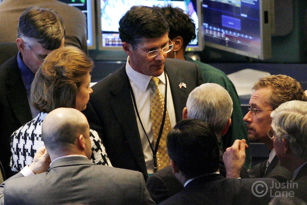 John Thain (C), the CEO of the New York Stock Exchange, talks with traders on the floor of the New York Stock Exchange at the end of trading in New York, New York on Tuesday 27 February 2007. The Dow Jones Industrial average ended down 3 percent after China's equity market tumbled today..