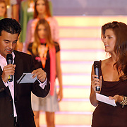 NLD/Amsterdam/20050908 - Finale Elite Modellook 2005, presentator Wilfred Genee en Wendy Dubbeld