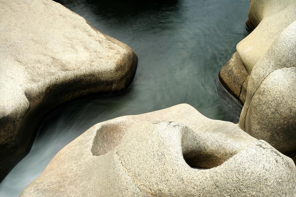 GRANITE BOULDERS, LINCOLN CREEK, WHITE RIVER NATIONAL FOREST, COLORADO