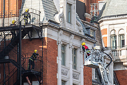 © Licensed to London News Pictures. 06/06/2018. London, UK. Firefighters at the Mandarin Oriental Hotel in Knightsbridge where a fire has broken out. Photo credit: Rob Pinney/LNP