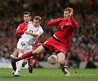 Fotball<br /> VM-kvalifisering<br /> Wales v Polen<br /> 13.10.2004<br /> Foto: SBI/Digitalsport<br /> NORWAY ONLY<br /> <br /> Wales v Poland. FIFA World Cup European Qualifying Group Six. Millenium Stadium. 13/10/2004.<br /> <br /> Polands Tomasz Frankowski scores Polands first goal against Wales.