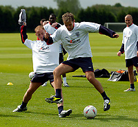 Fotball<br /> Foto: Jed Wee, Digitalsport<br /> NORWAY ONLY<br /> Trening England v Island<br /> <br /> England Training, England v Iceland, Manchester Tournament, 04/06/2004.<br /> England's Nicky Butt (L) challenges Phil Neville in training.