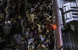 November 21, 2018 - SãO Paulo, Brazil - SÃO PAULO, SP - 21.11.2018: MOVIMENTAÇÃO ESTAÇÃO BRÁS DA CPTM - Passenger handling on platform of line 11 coral at Brás Station on the morning of this Wednesday (21). Problems with viaduct in Marginal Pinheiros can intensify the flow in the stretch. (Credit Image: © Bruno Rocha/Fotoarena via ZUMA Press)