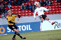 Fotball Royal League 12.02.05, Rosenborg ( RBK ) - Esbjerg 1-0, Alexander Ødegård sitt skudd blir stoppet av Martin Jensen<br /> <br /> Foto: Carl-Erik Eriksson, Digitalsport