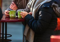 THEMENBILD - ein Paar trinkt Glühwein auf dem Christkindlmarkt in der Altstadt, aufgenommen am 02. Dezember 2017, Innsbruck, Österreich // a couple are drinking mulled wine on the Christkindlmarkt in the old town on 2017/12/02, Innsbruck, Austria. EXPA Pictures © 2017, PhotoCredit: EXPA/ Stefanie Oberhauser