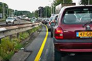 Nederland, Nijmegen, 19-5-2008..File voor de Waalbrug van Nijmegen. Het KAN heeft voorspeld dat als er geen extra brug komt in 5 jaar tijd het verkeer over de A 325 van Arnhem naar Nijmegen vastgelopen zal zijn. Deze brug is de enige toegangsweg uit het noorden, de Betuwe. ..Foto: Flip Franssen/Hollandse Hoogte