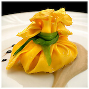 Le Ricette Tradizionali della Cucina Italiana.Italian Cooking Recipes. Fagottino di Pasta con ripieno e crema di Melanzane