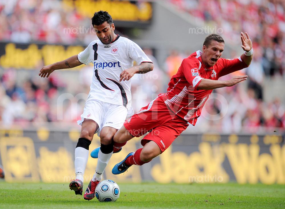 Fussball   1. Bundesliga   3. Spieltag    Saison 2009/2010 1.FC Koeln - Eintracht Frankfurt      22.08.09 Selim TEBER (li, Frankfurt) im Zweikampf mit Lukas PODOLSKI (re, Koeln).