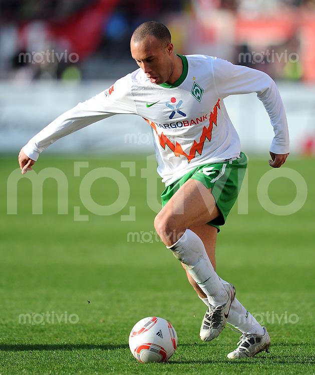 Fussball 1. Bundesliga :  27. Spieltag    Saison   2010/2011      1 FC Nuernberg - SV Werder Bremen  19.03.2011 Mikael Silvestre (SV Werder Bremen)