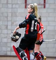 HEILOO -  Schaerweijde keeper Mascha Zwezereijn tijdens de competitiewedstrijd zaalhockey tussen de vrouwen van  Terriers en Schaerweijde .  COPYRIGHT KOEN SUYK