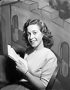 08/12/1952<br /> 12/08/1952<br /> 08 December 1952<br /> Theatre Royal pantomime, Mis Ursula Doyle.