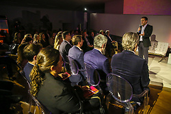 Claudio Toigo durante o AHEAD! um espaço criado pelo Grupo RBS para que os gestores de marketing tenham mais uma oportunidade de conversar sobre o ambiente de comunicação contemporâneo, Na edição do dia 8 de novembro, na Fundação Iberê Camargo, em Porto Alegre, clientes, agências, influenciadores e professores dos cursos de publicidade e marketing das principais universidades gaúchas foram convidados a debater, compartilhar experiências, construir conhecimento coletivamente, de forma plural, a respeito do tema All line: estratégia de sucesso. FOTO: Marcos Nagelstein/ Agência Preview