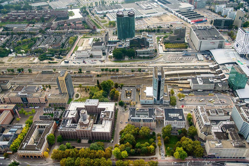 Nederland, Utrecht, Utrecht, 31-01-2010; Moreelsepark met in de voorgrond de Inktpot, oud hoofdkantoor Nederlandse Spoorwegen, nu kantoor ProRail. <br /> Hoofdkantoor van de RABO-bank, de dubbele toren van groen glas, de Rabotoren in de achtergrond. Rechts Centraal Station en Hoog Catherijne.<br /> Moreelsepark, old headquarters Dutch Railways, now office ProRail. In the middle. Headquarters of the Rabobank, the double tower of green glass, the Rabotoren. Central Station and Hoog Catherijne<br /> luchtfoto (toeslag op standard tarieven);<br /> aerial photo (additional fee required);<br /> copyright foto/photo Siebe Swart