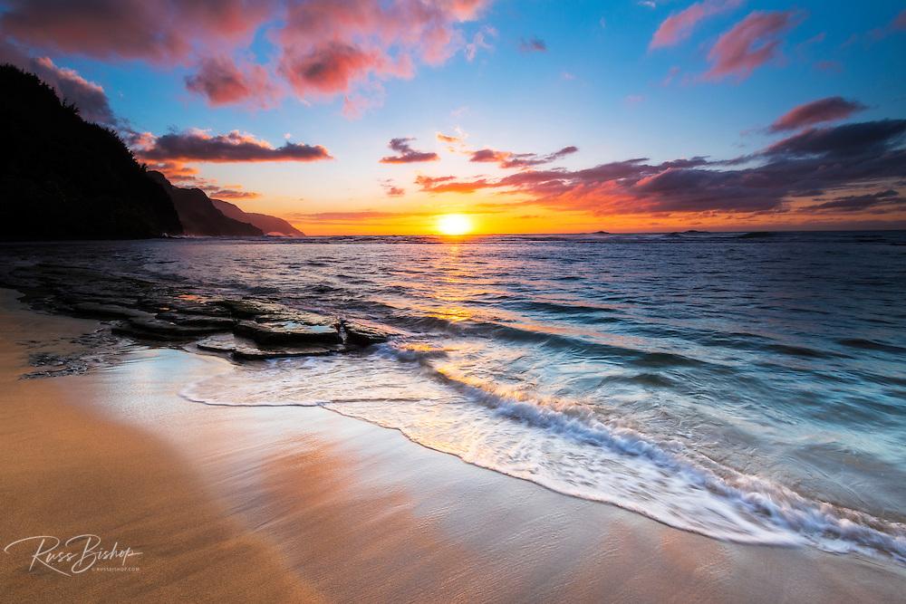 Sunset over the Na Pali Coast from Ke'e Beach, Haena State Park, Kauai, Hawaii USA