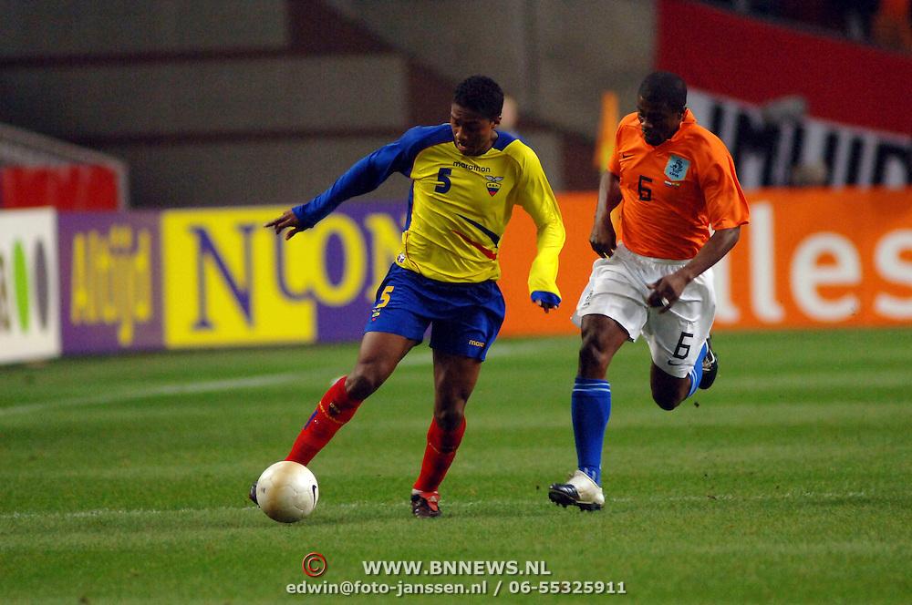 NLD/Amsterdam/20060301 - Voetbal, oefenwedstrijd Nederland - Ecuador, Antonio Valencia en George Boateng