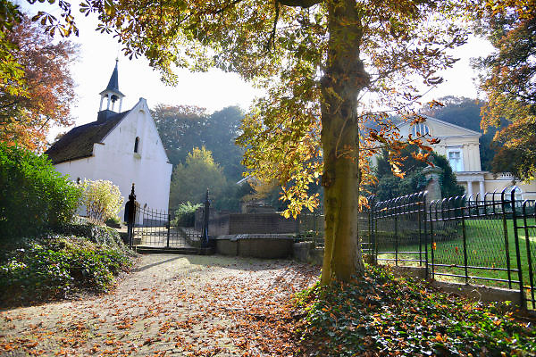 Nederland, Ubbergen, 22-10-2012Het was een dag met mooi herfstweer. Herfstbos. De gemeente Beek-Ubbergen is in 2007 uitgeroepen tot de groenste van Nederland. Zij ligt voor een deel op een heuvelrug, stuwwal met bossen en waterlopen. Er bevinden zich veel mooie villas uit de 19e, begin 20e eeuw met parkachtige tuinen.Foto: Flip Franssen/Hollandse Hoogte