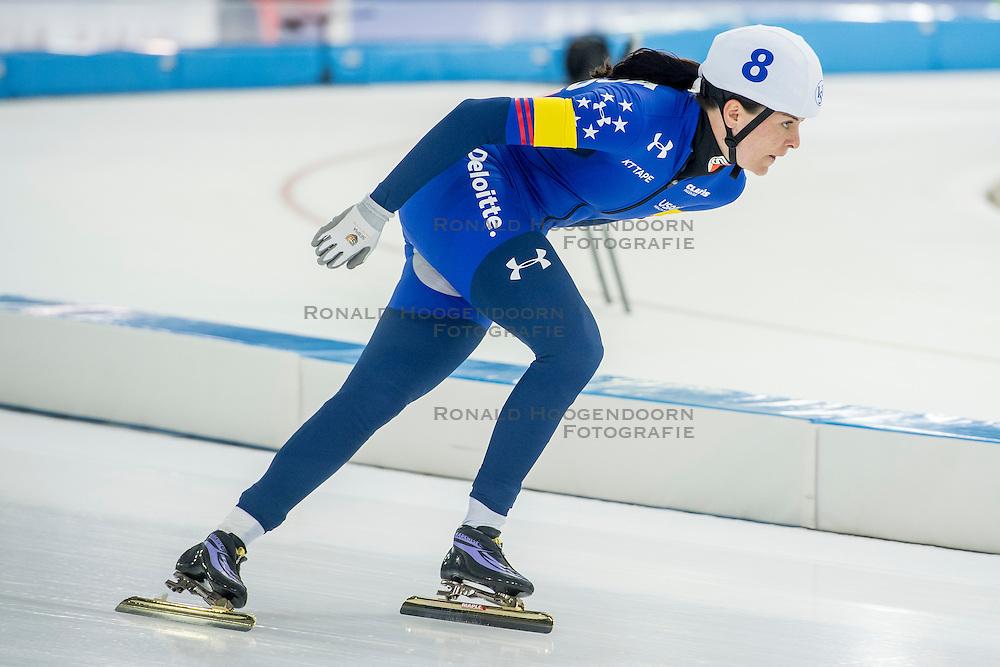 10-12-2016 NED: ISU World Cup Speed Skating, Heerenveen<br /> Massasprint vrouwen Heather  Bergsma USA #8