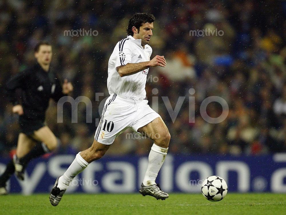 FUSSBALL Champions League 2002/2003 Gruppe C 3. Spieltag Real Madrid 2-1 Boeussia Dortmund   Luis Figo (Real) am Ball