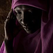 Jada Djoma ((35 ans), mère de 7 enfants, habitait à Dandur, région contrôlée par le gouvernement. Elle s'est enfuit de la région suite aux combats au sol entre le SPLA-N et la SAF. <br /> Alors qu'elle vivait à Dandur, les soldats de la SAF l'ont violé 4 fois ' cela arrive aussi à des jeunes filles, les soldats de la SAF leur disent de n'en parler à personne ou ils les tueraient.'<br /> Sa soeur a été mise en prison et torturés. Elle aurait été emmenée à Kurkul, mais n'a eu aucune nouvelle depuis. <br /> Trois de ses enfants ont disparu pendant les combats. Ils se sont enfuis en brousse pour échapper aux combats, Jada ignore où ils sont. <br /> <br /> Jada Djoma (35) mother of 7, lived in Dandur, government controlled area. She escaped after fighting erupted between SPLA-N and SAF. <br /> In Dandur, she was raped 4 times by the SAF soldiers. <br /> 'It happens to girls, SAF soldiers'd tell them not to tell anyone or they would kill her.'<br /> <br /> Her sister was taken to prison and tortured. She was then sent to Kurkul, and she hasn't heard from her since.<br />  <br /> She is missing three of her children, who were with her in Dandur, they ran away in the bush during the fighting, she doesn't know where they went.