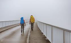 THEMENBILD - Bergsteiger auf der Staumauer im Nebel, aufgenommen am 10. August 2018 in Kaprun, Österreich // Climbers on the dam in the fog, Kaprun, Austria on 2018/08/10. EXPA Pictures © 2018, PhotoCredit: EXPA/ JFK