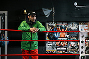Boxen: Universum Boxpromotion, Training, Hamburg, 16.04.2021<br /> Sportdirektor Robert Harutyunyan<br /> © Torsten Helmke