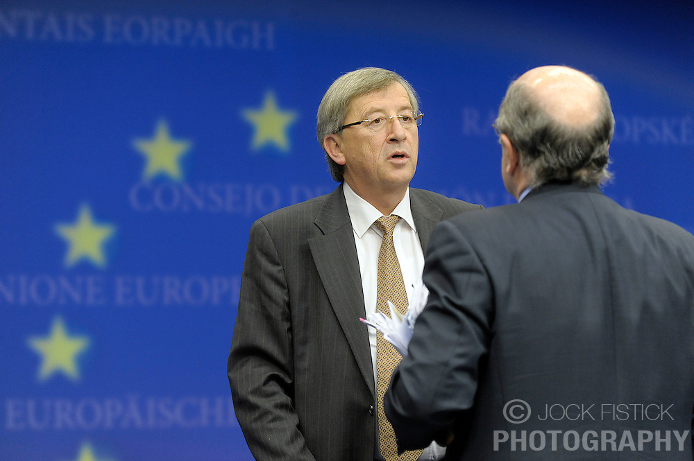 Jean-Claude Juncker, Luxembourg's prime minister and president of the Eurogroup, the 16 euro-zone countries in the European Union, left, speaks with Joaquin Almunia, The EU's commissioner for economic and monetary affairs, during a news conference following the Eurogroup meeting in Brussels, Belgium, Monday Jan. 19, 2009. (Photo / Jock Fistick)