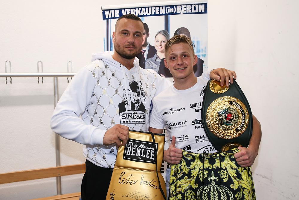 "BOXEN: EC Boxing & SES Boxing, Hamburg, 18.01.2020<br /> Eric Sindermann ""Dr.Sindsen"" und Sebastian Formella<br /> © Torsten Helmke"