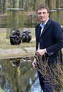 Nederland, Arnhem, 9-4-2013Alex van Hooff, directeur van dierentuin Burgers Zoo bij de chimpansees.Foto: Flip Franssen/Hollandse Hoogte