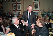 NICKY HASLAM; GUY RITCHIE; DAVID WALLIAMS, Graydon Carter hosts a diner for Tom Ford to celebrate the London premiere of ' A Single Man' Harry's Bar. South Audley St. London. 1 February 2010