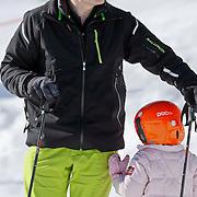 AUD/Lech/20110219 - Fotosessie Nederlandse Koninklijke Familie 2011 op wintersport in Lech, Constatijn en Leonore