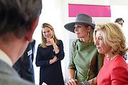 Koningin Maxima opent  het expertisecentrum Endometriose in Balans in HMC Bronovo in Den Haag.  <br /> Endometriose is een aandoening waarbij baarmoederslijmvlies, dat normaal gesproken aan de binnenkant van de baarmoeder zit, zich ook buiten de baarmoeder in de buik bevindt. Dit veroorzaakt zeer pijnlijke menstruaties.<br /> <br /> Queen Maxima opens the expertise center Endometriosis in Balance in HMC Bronovo in The Hague.<br /> Endometriosis is a condition in which uterine lining, which is normally on the inside of the uterus, is also located outside the womb in the abdomen. This causes very painful menstruations.