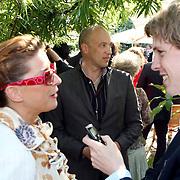 NLD/Laren/20070829 - Huwelijk Willibrord Frequin en Susanne Rastin, Marlies Dekkers met partner op de achtergrond