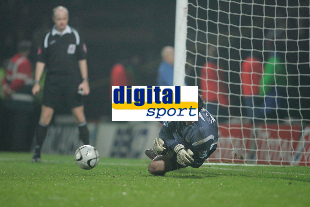 Photo: Marc Atkins.<br /> Watford v Newcastle United. Carling Cup. 07/11/2006.<br /> Steve Harper of Newcastle celebrates his penalty save that wins the match.