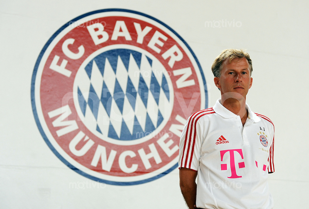 FUSSBALL  Regionalliga Sued     SAISON  2011/2012     22.07.2011 Fototermin beim  FC Bayern Muenchen II Trainer Andries Jonker (FC Bayern II)