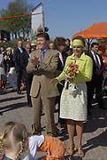 Koninginnedag 2007 in het vestingsstadje Woudrichem / Queensday 2007 in the small village Woudrichem.<br /> <br /> Op de foto / On the Photo; Prinses Laurentien en Prins Constantijn ,